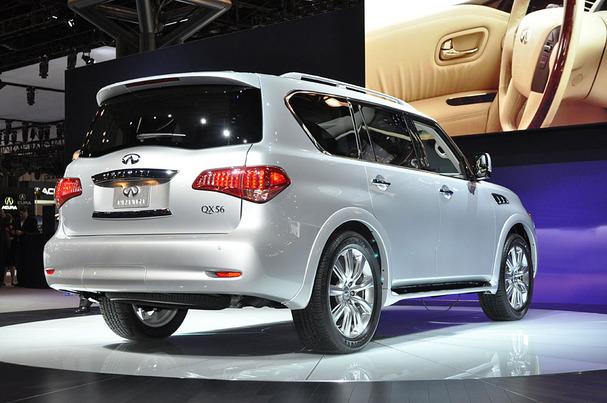 2011-Infiniti-QX56-rear.JPG