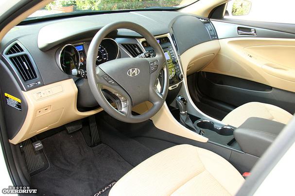 2011-Hyundai-Sonata-Hybrid-interior.jpg