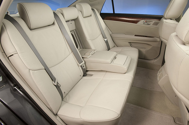 2011-Toyota-Avalon-back-seat.jpg