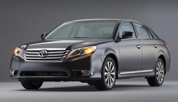 2011-Toyota-Avalon-front.jpg