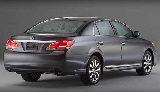 2011-Toyota-Avalon-rear.jpg