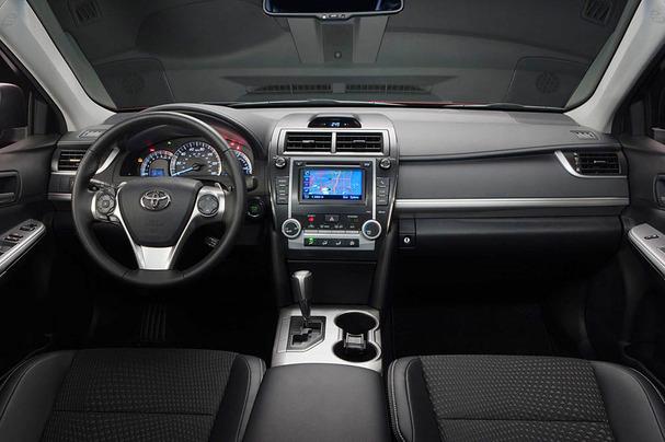 2012-Toyota-Camry-interior.jpg
