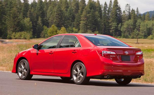 2012-Toyota-Camry-rear.jpg