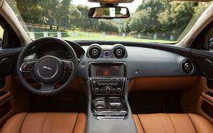 2011-Jaguar-XJL-interior-front.jpg
