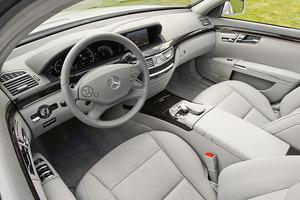 2012-Mercedes-S400-Hybrid-interior.jpg
