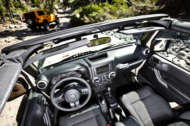 2012-Jeep-Wrangler-interior-blog.jpg