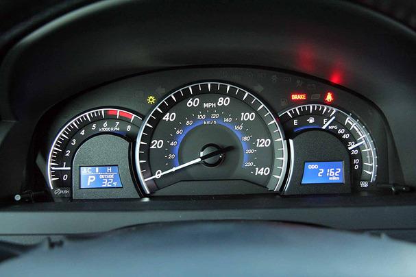 2012-Toyota-Camry-XLE-gauges.jpg