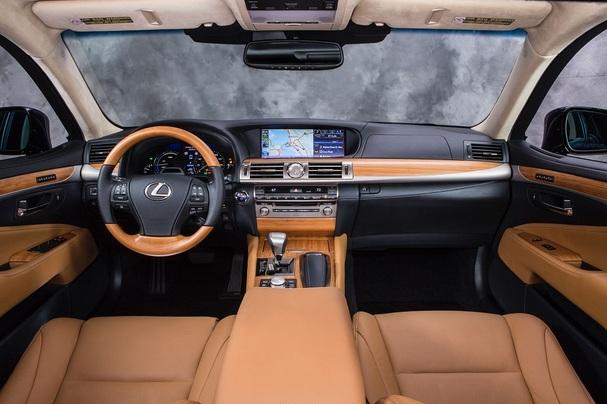 2013_Lexus_LS_600h_L_interior.jpg