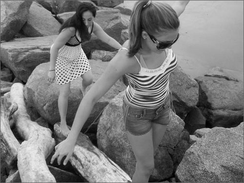 Crno-bele slike - Page 2 Best_Friends_at_the_Beach