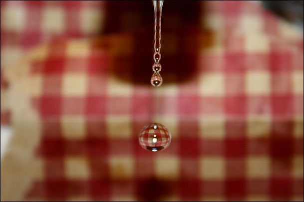 Checkered_water_droplet2.jpg