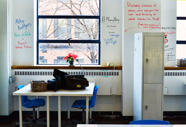 ideapaint-walls-by-desks.jpg