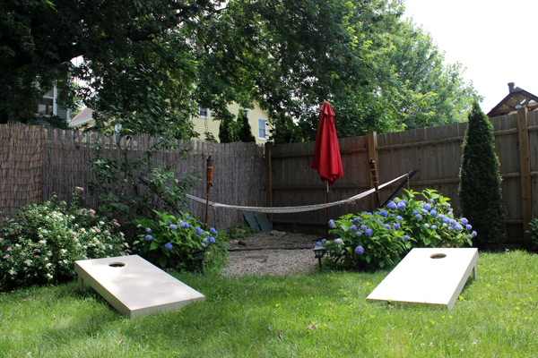 DIY_cornhole_set_under_100_shoestring.jpg