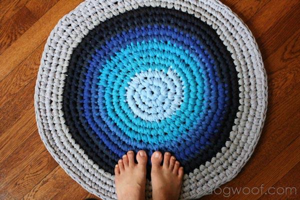 crochet_tshirt_rag_rug_onedogwoof.jpg