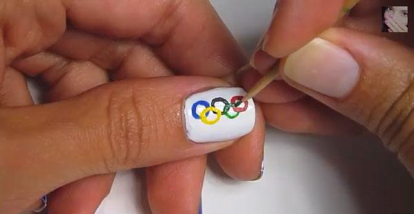 hannahrox_nails_DIY_olympics_manicure.jpg
