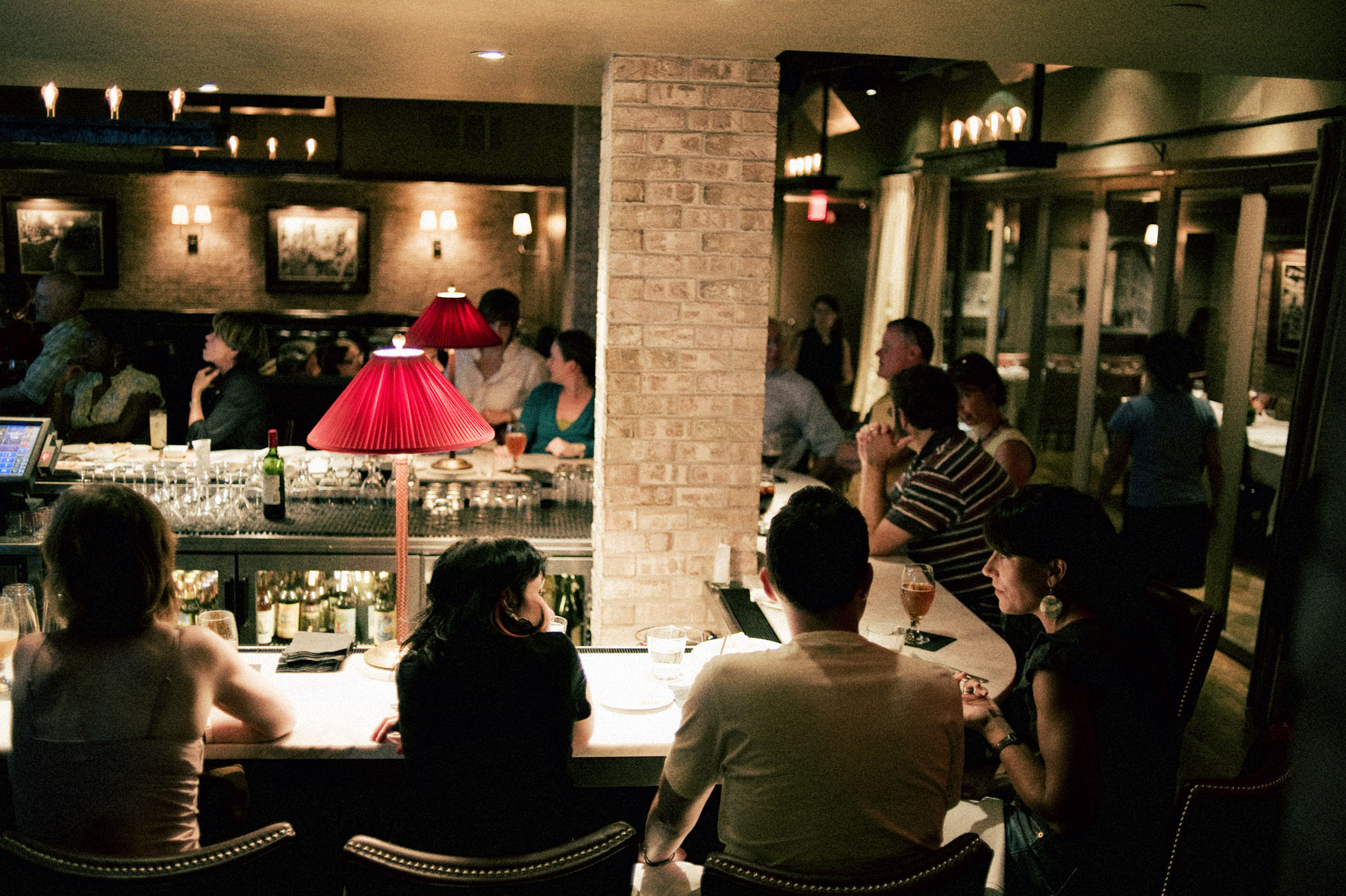 Nye classy bar and restaurant crawl chow down beantown for Food bar russell