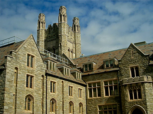 800px-University_of_Connecticut_School_of_Law_-_Hartford,_CT_-_1blog.jpg