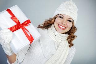 christmas-woman-istock-petrograd99-jpg_171744.jpg