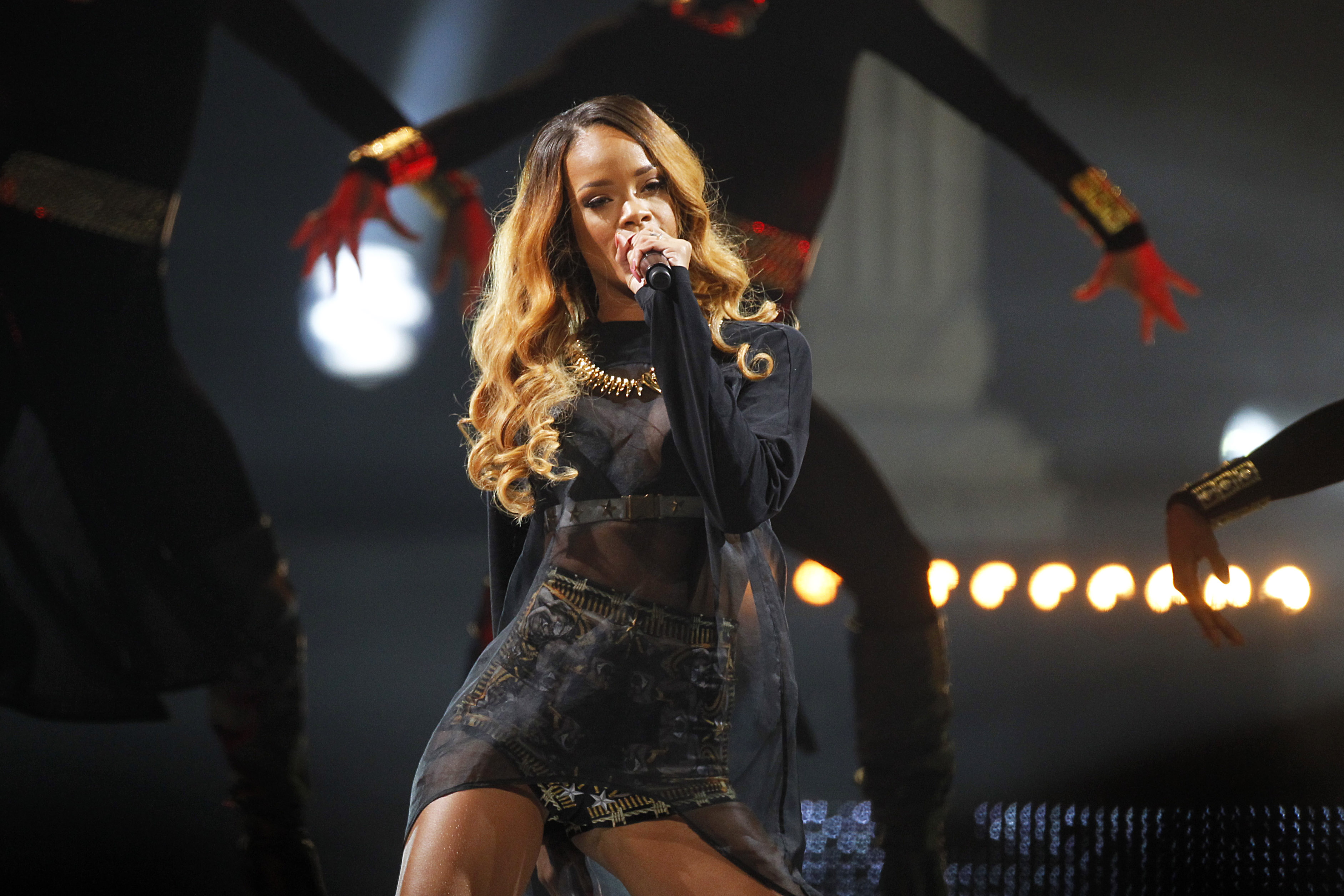 Rihanna makes TD Garden crowd wait 3 hours then wows em The
