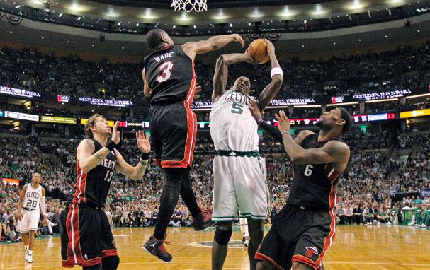 quality design d20c7 25fcc Celtics stand and deliver against Heat