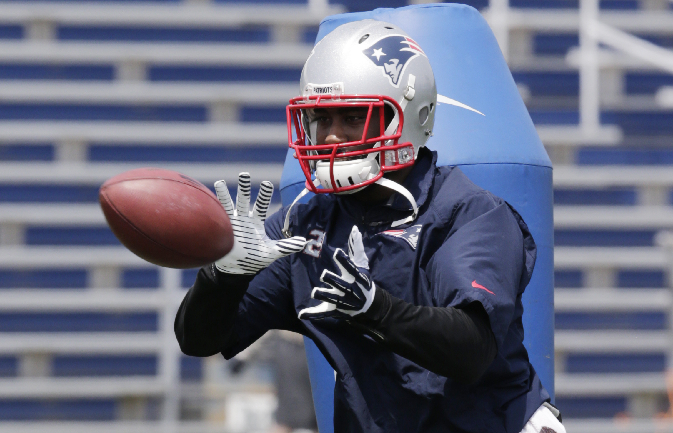 Darrelle Revis Doesn't Finish Patriots Practice