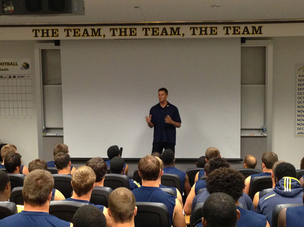 Brady gives Michigan players a pep talk