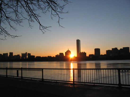 4_1201137300_sunrise-over-the-charles-river.jpg