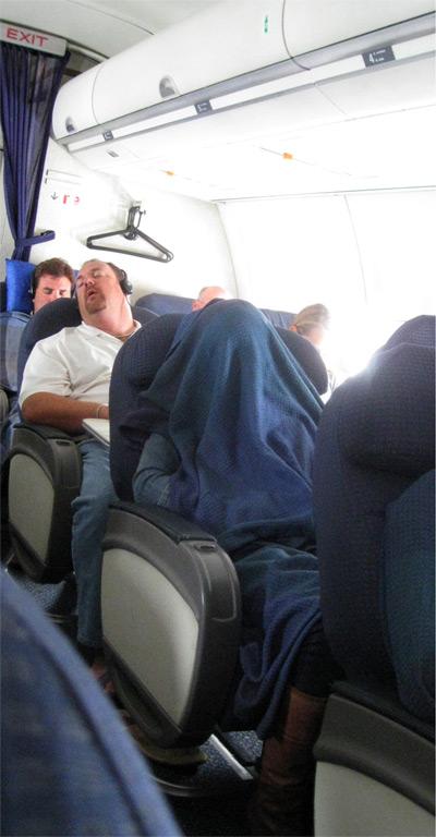 04_plane_sleep.jpg