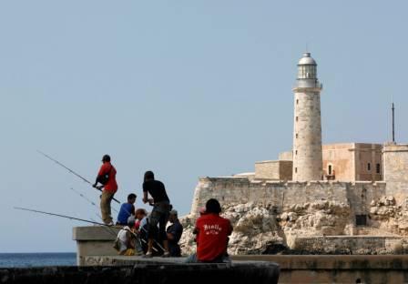 CUBA-USA_MALECON_TOURISTS.jpg