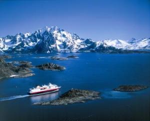 Hurtigruten_2_navigating Raftsund Strait.jpg