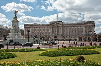 350px-Buckingham_Palace,_London_-_April_2009.jpg