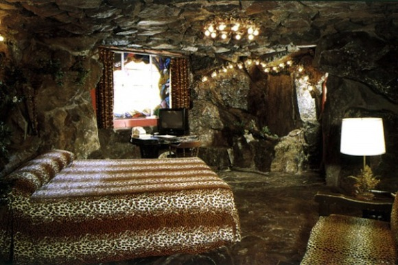 Travel Inspired Guest Room: Dramatic Designs: Madonna Inn's Themed Guest Rooms