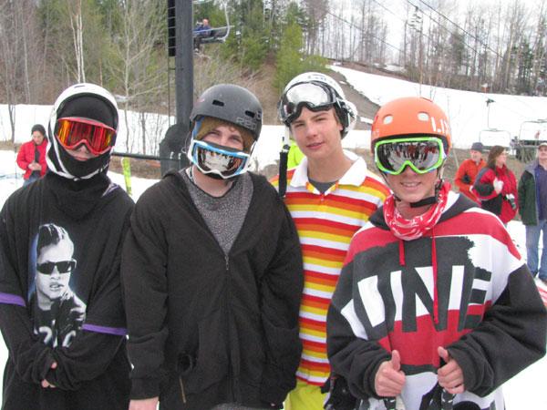 dumont-cup-skiers.jpg